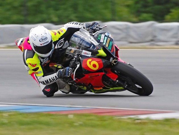 Páté místo vybojoval brodský závodník Michal Prášek (na snímku) na Mistrovství světa silničních Superbiků na domácím Masarykově okruhu v Brně.