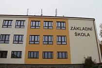 Základní škola v Krucemburku září novotou.