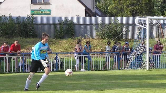 Fotbalisté Kožlí (na snímku brankář Aleš Dočkal) v derby zápase v Ledči propadli, prohráli 4:0.