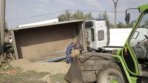 Nehoda kamionu u Věže na Havlíčkobrodsku