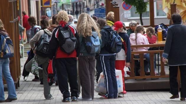 Rodiče dětí, které chodí na žižkovskou školu, jsou postojem radnice velmi rozhořčeni.