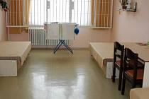 Polednová má ve světelském vězení k dispozici vše, co může ve svém věku potřebovat. Protože se hůře pohybuje, jsou všude madla.