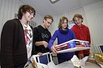 Lenka, David, Lucka a Štěpán Ondráčkovi měli z dárku v podobě přehrávače DVD velkou radost. Smích jim ale nemizí z tváře téměř nikdy.