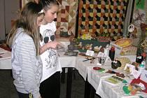 Z pestré nabídky Junioru si vybere každý, pobaví se děti i dospělí. Výsledky své činnosti často prezentují na rozličných výstavních akcích.