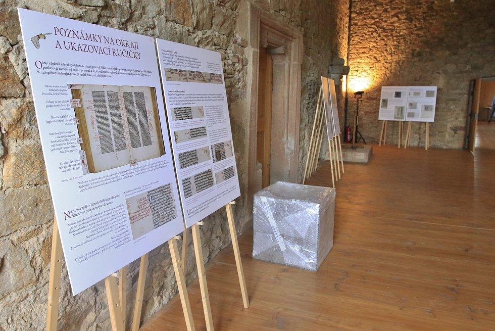 Na hrad v Lipnici nad Sázavou přivezli vzácnou Lipnickou bibli.