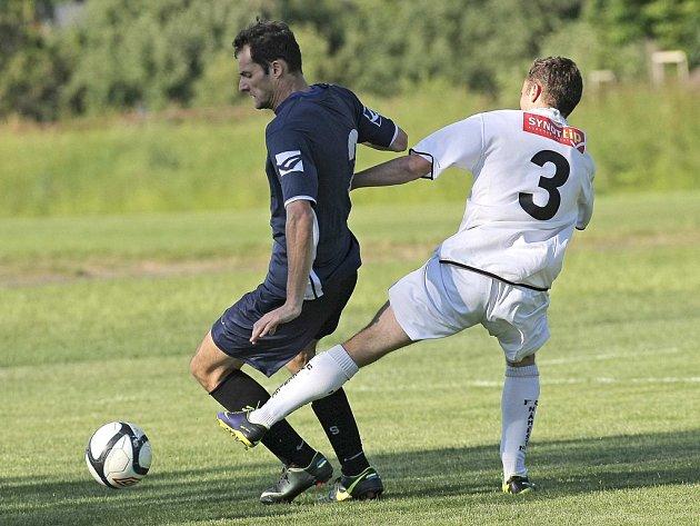 V úterý byly v Polné rozlosovány krajské fotbalové soutěže.  Zatímco Moravské Budějovice (v tmavých dresech) se opět zúčastní krajského přeboru, klub Náměšť-Vícenice se ho před sezonou vzdal.