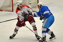 Volno měli ve středu světelští hokejisté (vpravo). To Havlíčkův Brod (vlevo) bodoval na ledě Chocně.