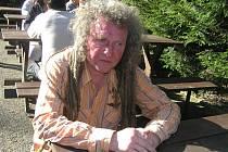 Pavel Kobza prožil bouřlivý rockerský věk, dnes vyrábí pomůcky pro léčitele.