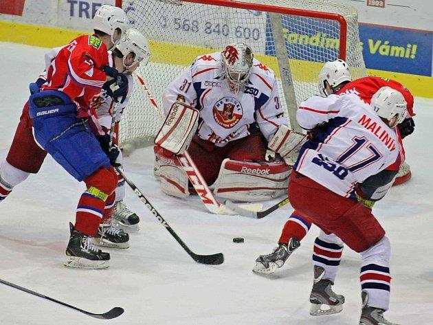 Neodolal Drtivý tlak si vytvořili hokejisté Třebíče v závěru utkání s Havlíčkovým Brodem. Ani vynikající výkon Ondřeje Kacetla v hostující brance však nezabránil domácím v obratu.