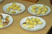 Degustace jablek a brambor v Třebíči.