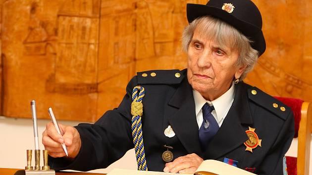 Růžena Potůčková z Trebařova v okrese Svitavy, za půl roku oslaví 90. narozeniny.