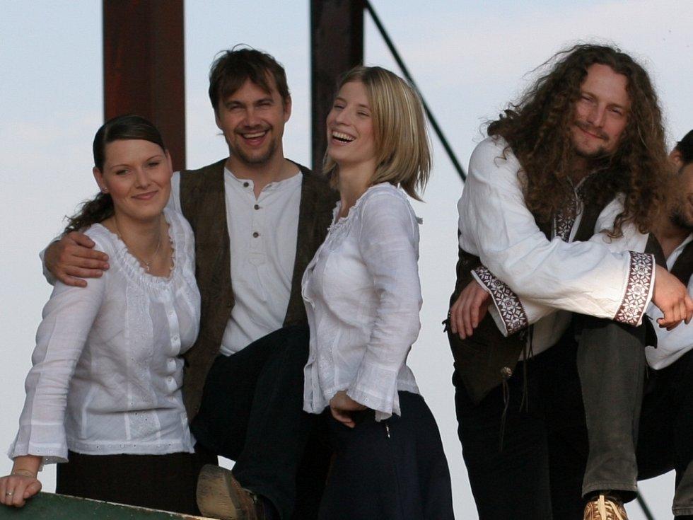 O zahájení pátého ročníku festivalu hudby, zpěvu a tance Chotěbořské jaro sev pátek postará písničkář Tomáš Kočko se svým Orchestrem.