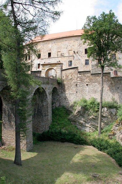 LEDEČ. Gotický hrad je neodmyslitelnou dominantou města