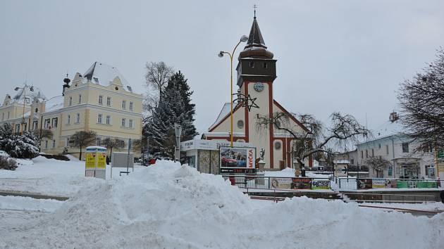 Hromady sněhu.