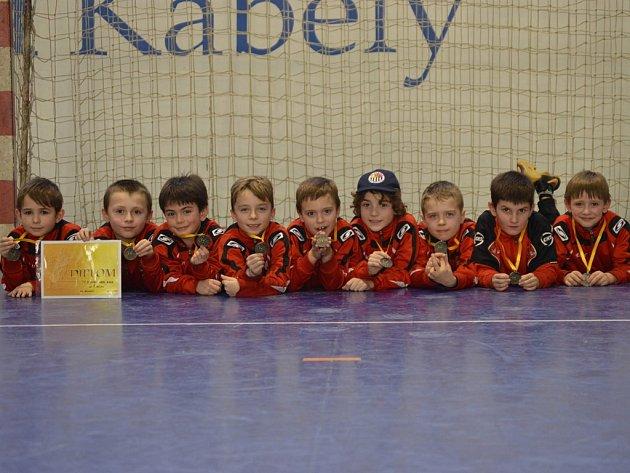 Šestadvacet. Tolik gólů stačili během turnaje ve Velkém Meziříčí nastřílet brodští mladíci a po zásluze se mohli radovat z celkového vítězství.