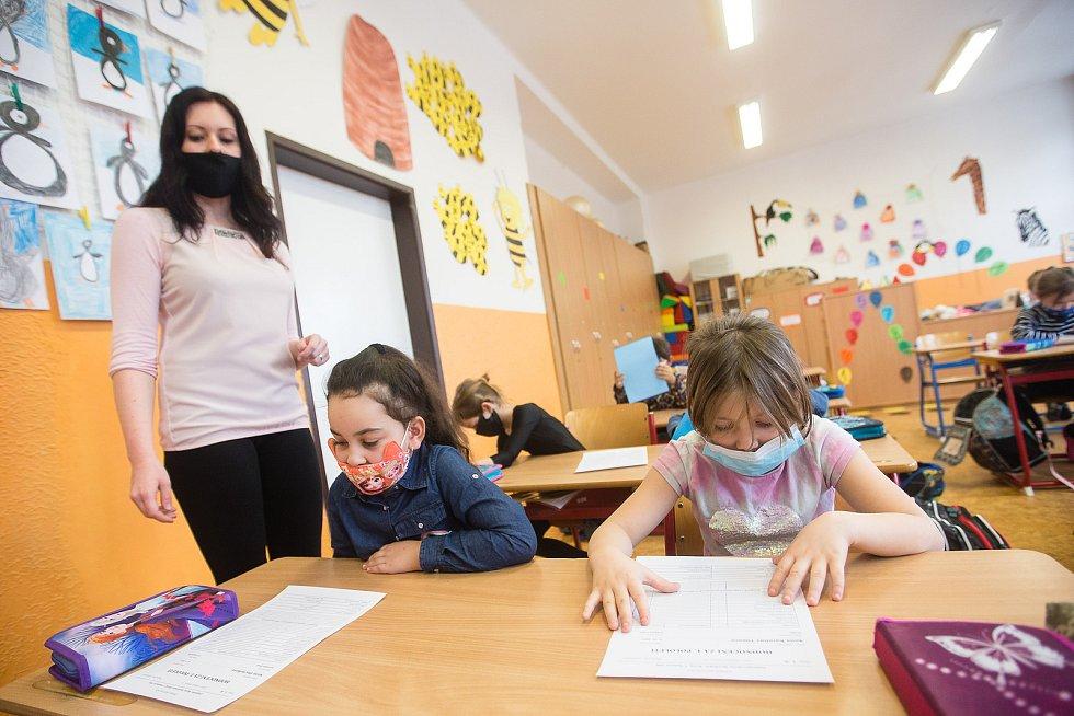 Předávání pololetního vysvědčení v třídě I. B. paní učitelky Markéty Noskové v Základní škole V Sadech v Havlíčkově Brodě.