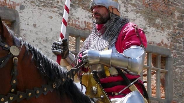 Rytíři na hradě. Žádný rok nemůže v nabídce chybět alespoň jeden středověký den.