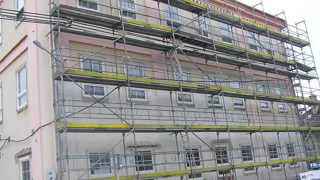 Základní škola v Libici prošla loni rekonstrukcí, letos soutěží o Stavbu Vysočiny.