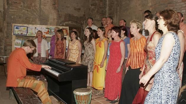 Smíšený pěvecký sbor letos slaví kulatiny. Oslavy budou probíhat ve velkém stylu téměř po celý tento rok.