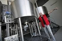 Sládek Oldřich Záruba ve varně pivovaru.