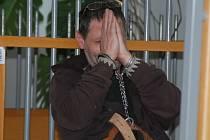 Cizinec, který pěstoval u Ledče nad Sázavou konopí, byl na návrh okresní státní zástupkyně vzat do vazby. O jeho uvěznění ve středu rozhodoval Okresní soud v Havlíčkově Brodě.