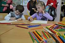 Budoucí školáci. K zápisu do školy ve Ždírci nad Doubravou přišlo včera na padesát dětí. A ty, které to z jakýchkoliv důvodů nestihly, přivedou rodiče v úterý 4. února.