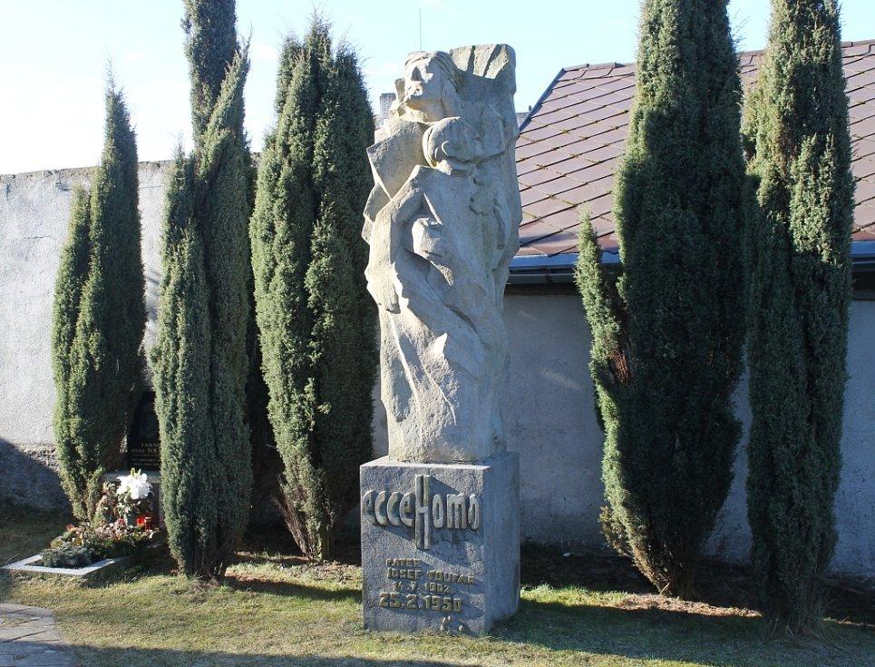 Hrob Josefa Toufara.