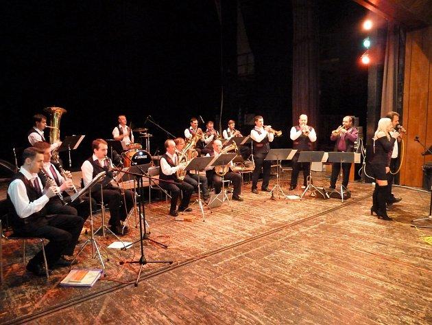 Havlíčkobrodská 12 s kapelníkem Zbyňkem Paličkou slavnostně křtila svůj první nosič CD a DVD.