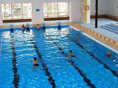 Bazén by stál kolem stovky milionů korun a tolik město nemá. Ilustrační foto.