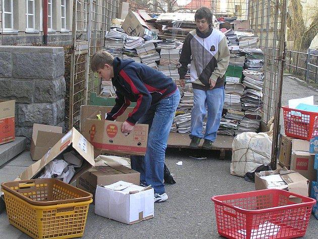 Den starého papíru vyhlásili v úterý v ZŠ V Sadech.