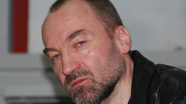 Erik Tvrdoň zneužil podle rozsudku dvě dívky a tři dospělé ženy.