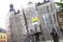 Nová fasáda ledečského gymnázia bude dokončena v příštím roce.