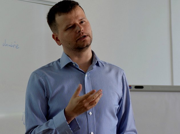 Třináctý ročník žurnalistické školy navštívil i Filip Rožánek, mediální analytik a šéfredaktor týdeníku Marketing & Media.