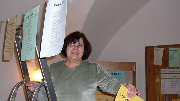 Důchod pro ni zajímavý není. Usměvavá knihovnice Jaroslava Doleželová do důchodu nespěchá. Mezi mladými se cítí dobře doma i v práci ráda něco vymýšlí.