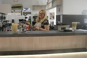 Kavárna s cukrárnou v Habrech.