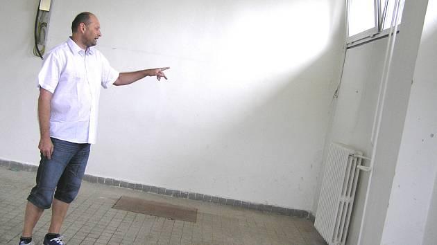 Jak ukázal manažer Miroslav Krajcigr (na snímku), pro činnost prádelny využije Akrobrab suterénní prostory Zentivy.