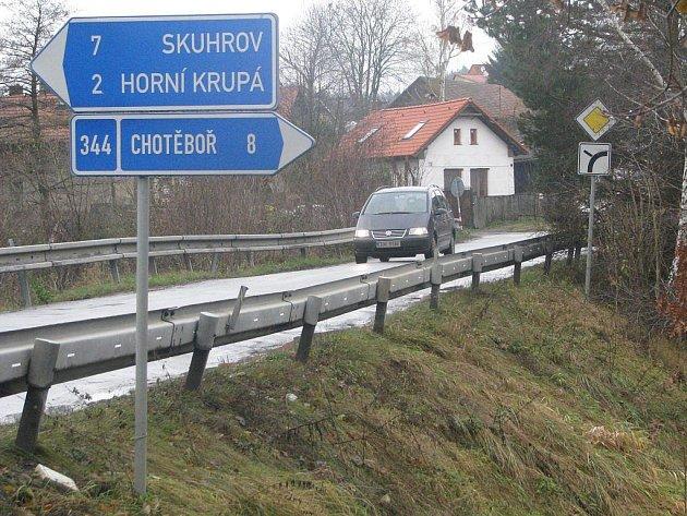 Hráz Mlýnského rybníka v Dolní Krupé, po které vede frekventovaná komunikace mezi Havlíčkovým Brodem a Chotěboří, je v havarijním stavu. Její oprava začne na jaře 2010. Součástí akce bude i oprava starého kamenného mostu, který na hráz navazuje.