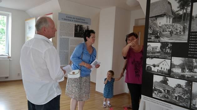 Expozici o životě a díle Bohumila Vavrouška Slavětínského bude od pondělí možné vidět ve Ždírci nad Doubravou. Vernisáž je připravená na pondělní odpoledne.