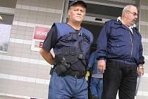 Patroly od hlídací agentury fungují několikrát za den i v průběhu noci. Do nemocnice jezdí hlídka, která kontroluje různé objekty v areálu nemocnice.