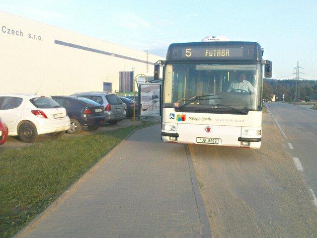 Nová zastávka je bezpečnější pro cestující linky číslo  5 MHD Havlíčkův Brod.