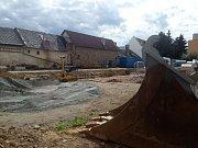 Brodské gymnázium prochází rekonstrukcí.  Výrazné proměny se dočká část fasády staré budovy, školní hřiště a vstupní vestibul.