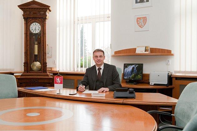 Staronový starosta Chotěboře Tomáš Škaryd kandidoval v letošních komunálních volbách opět za ČSSD. Má bohaté zkušenosti na úseku správy města i kraje.