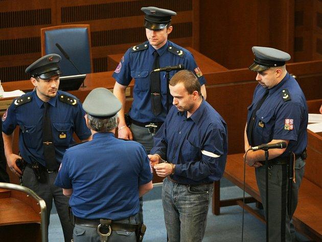 Heparinový vrah Petr Zelenka byl odsouzen k doživotnímu pobytu za mřížemi. Tento trest definitivně potvrdil Vrchní soud v Olomouci 11. června 2008.
