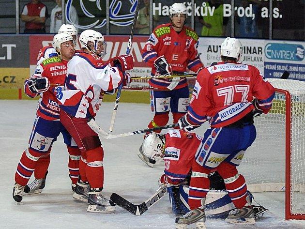 Hokejový útočník Michal Borovanský od listopadu, kdy ho jeden z třebíčských hráčů zasáhl do oka, nehrál utkání v havlíčkobrodské Kotlině. Na brodský led se v zápase znovu postavil až po deseti měsících a shodou okolností právě proti Třebíči.