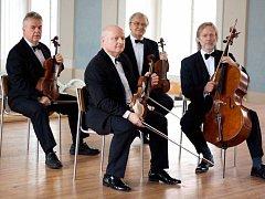 Člen organizačního týmu Stamicových slavností Josef Kekula (vzadu v brýlích) je i členem Stamicova kvarteta, jež zahraje v klášterním kostele sv. Rodiny v Havlíčkově Brodě 22. dubna.