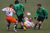 Fotbalisté Tisu se budou spoléhat na umění svého univerzálního hráče Miloslava Kozlíka (na snímku vpravo).