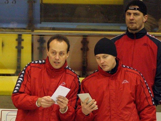 Na východ. Devětadvacetiletý havlíčkobrodský rodák Jiří Čelanský (vpravo) povede jako hlavní kouč ruský tým Universitet Orenburg.