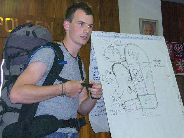 Mám to správně zabalené? Účastníci školení se mimo jiné učili, jak správně zabalit zavazadla.