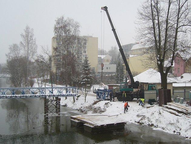 Demontáž mostu.
