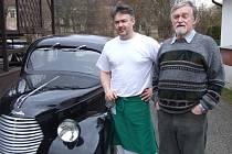 Škodováckých aut typu Popular bylo vyrobeno jen asi půldruhého tisíce, a do dnešních dní se jich v ČR dochovalo jen několik. Otec a syn Rostislav a René Kotěrovi, restauratéři v Okrouhlici, se už nemohou dočkat, až svůj poslední přírůstek vyšperkují.
